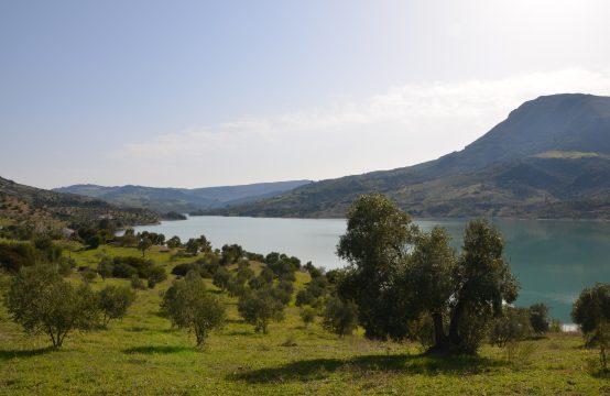 1070 Zahara lake
