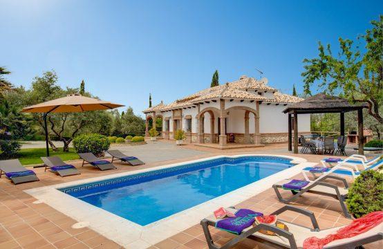 1142 Rustic Villa