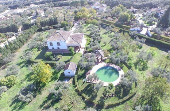 1143 Stunning Villa